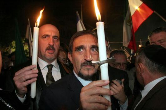 Il Ministro della Difesa La Russa, PdL, porta un cero alla Madonna dopo che Fini é stato messo alla porta da Berlusconi