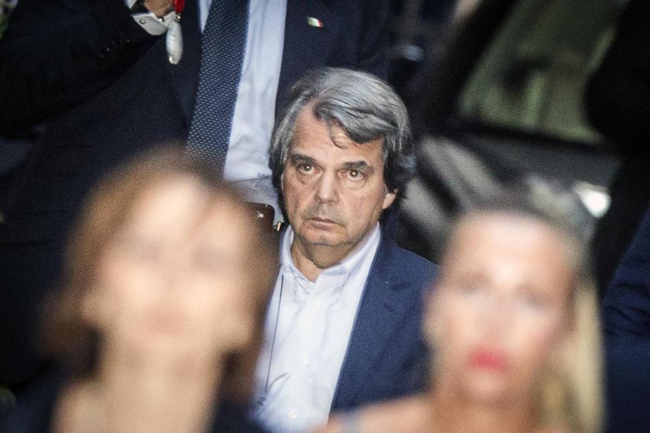 Mediaset: a via del Plebiscito stato maggiore Pdl